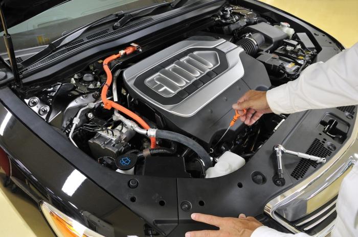 Así son los cambios de aceite en los coches híbridos