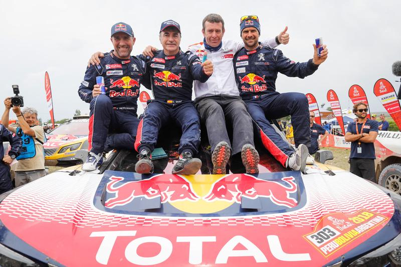 TOTAL y Carlos Sainz ganan el DAKAR 2018. Peugeot-Total tiene equipo, coche y un lubricante que puede con todo