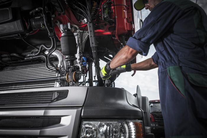 Cambio de aceite en vehículos pesados, esto es lo que debes saber