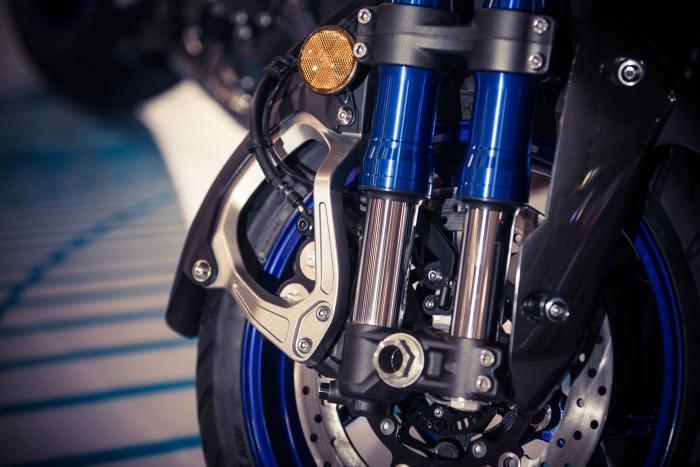 Horquillas y sus aceites: así son y así cuidan de tu moto